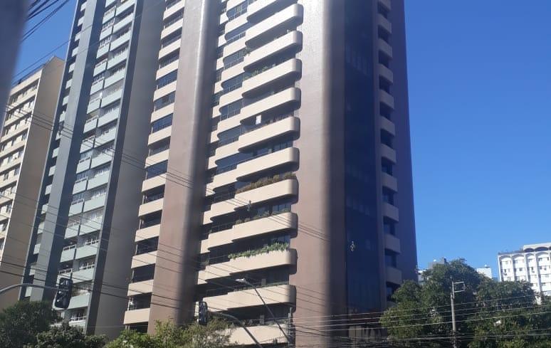 Apartamento à venda com 4 suítes e 3 vagas de garagem no Edifício Porto Príncipe no Batel em Curitiba PR