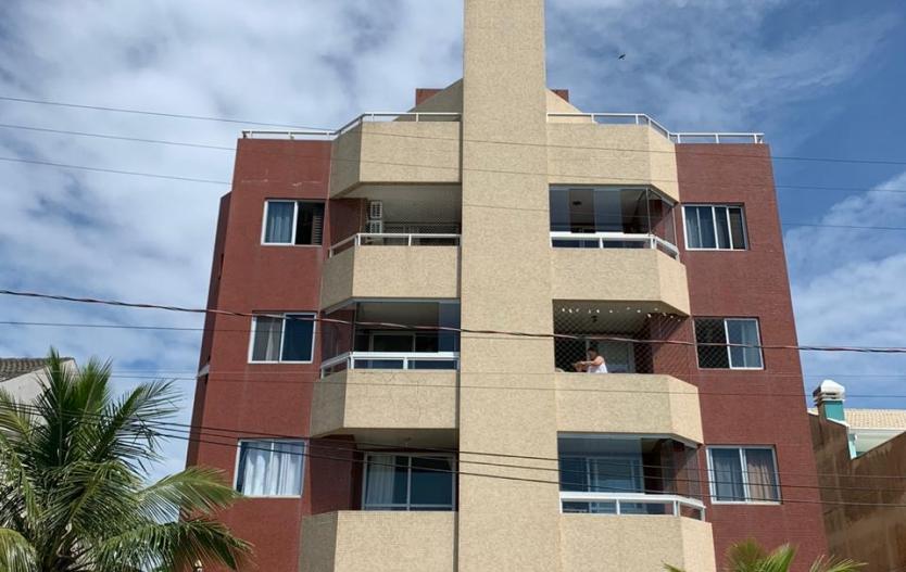 Apto Duplex de frente para o mar a venda na Praia de Shangri-lá, cobertura, com 03 quartos, sacada com churrasqueira, terraço, vaga de garagem e piscina no prédio.