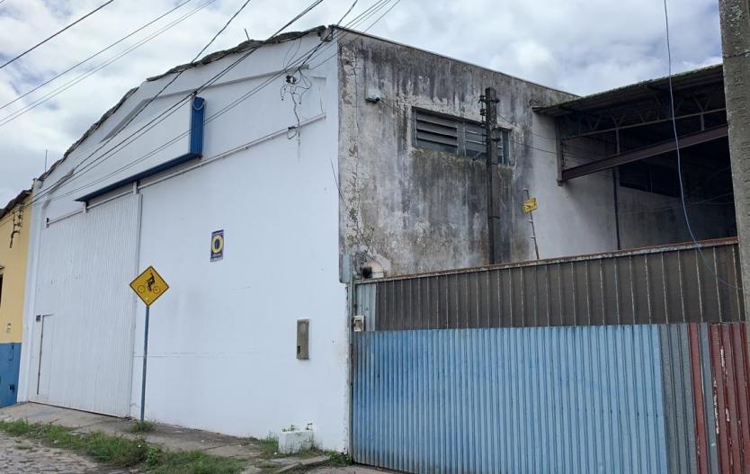 Barracão com 480M² no Bairro Industrial de Paranaguá para Locação