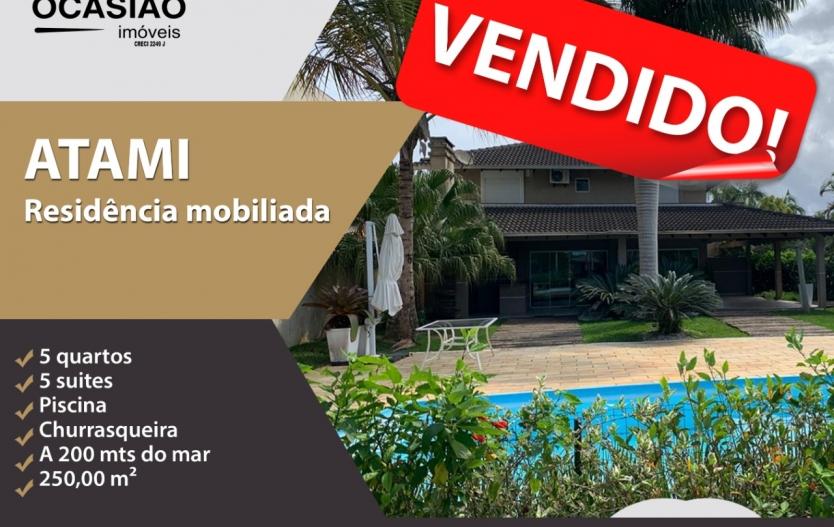 Excelente Residência mobiliada a venda no balneário de Atami no Pontal do Paraná, com 2 pavimentos sendo 5 suítes com ar condicionado, área de lazer com churrasqueira, piscina e jardim, área de serviço completa