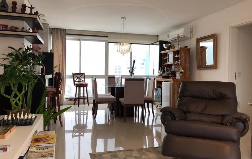 Apartamento 03 suítes no Edifício Hórus centro de Balneário Camboriú SC